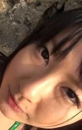 セクシービキニのブルルン爆乳Gカップ遥めぐみちゃんが野外バキュームフェラ。ジュルジュルと吸い上げて、濃い精子を口内射精!